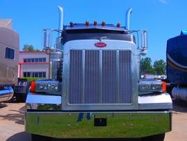 eighteen-wheeler-mobile-truck-repair